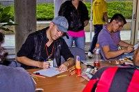 el integrante de Mad Fox Comic Alejandro Ocampo trabajando directamente con la Comic Con.